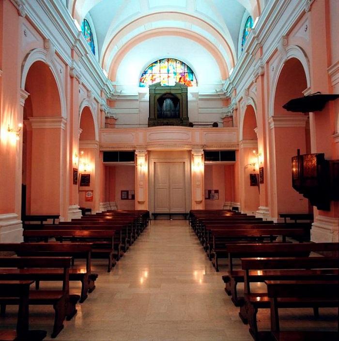 Interno San Pio verso l'ingresso