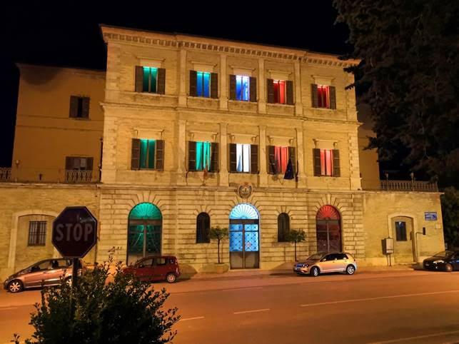 Palazzo Ravenna con i colori del tricolore