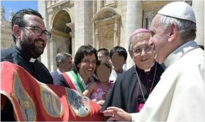 Papa Francesco Benedice il gonfalone