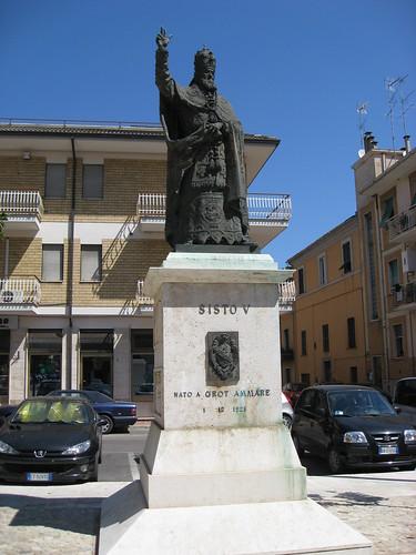 Statua Papa Sisto V